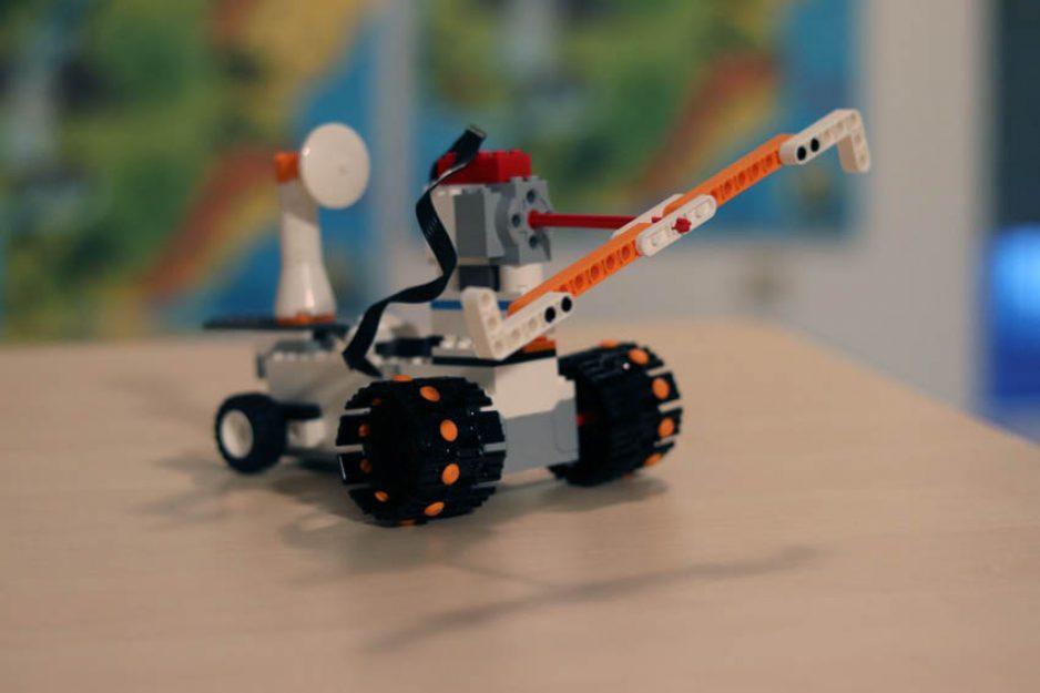 Ein Fahrzeug aus dem Lego Boost Bauset
