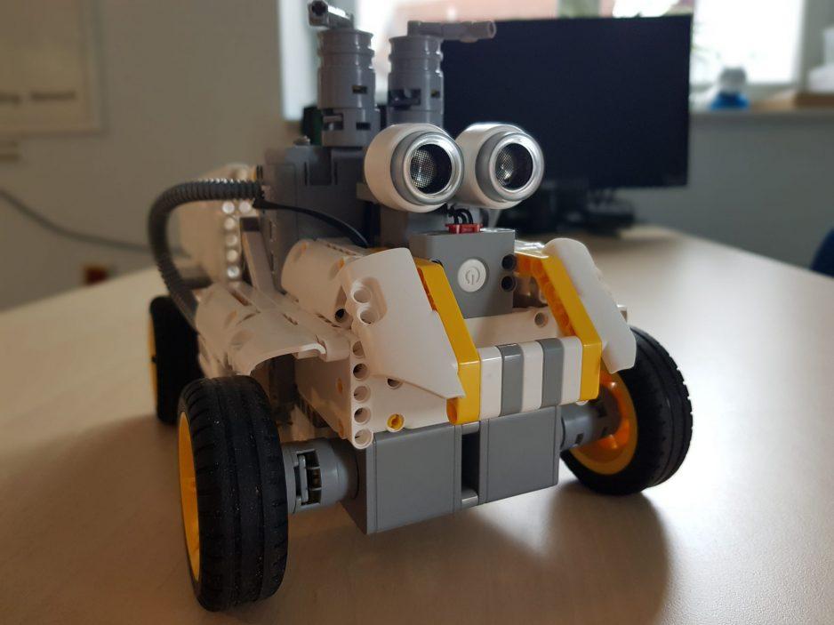 Es ist ein selbst gebautes Roboter